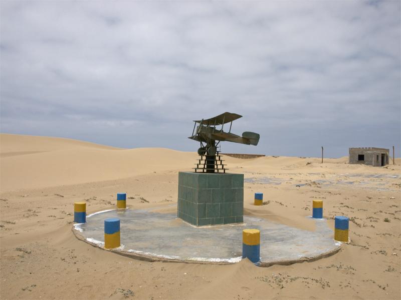 Памятник Антуану де Сент-Экзюпери в Тарфае