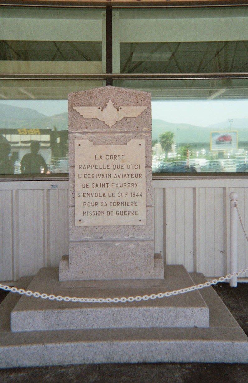 Памятник Экзюпери в аэропорту Бастии