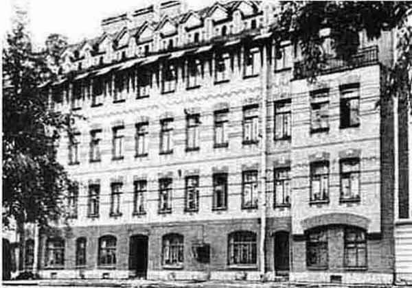 Дом по улице Блохина, 12 (Бывшая Церковная), где в квартире № 22 в мансардном этаже проходили заседания Хельфернака и Братства святого Серафима Саровского