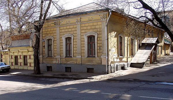 Городская усадьба Е. Г. Левашевой на Новой Басманной, где в 1833—1856 жил Чаадаев (вероятно, что флигель, в котором он проживал, не сохранился).