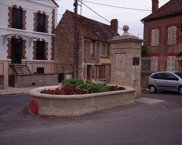 Памятник Камю в городе Вильблевен