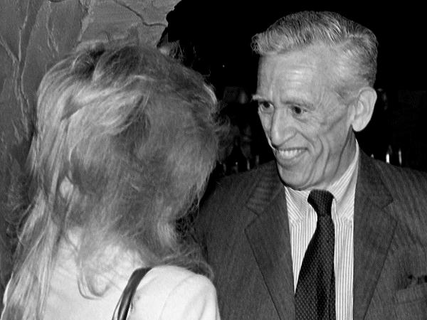 Джером Дэвид Сэлинджер (англ. Jerome David Salinger). «Мы сентиментальны, когда уделяем какому-то существу больше нежности, чем ему уделил Господь Бог». (Фото Gene Sweeney Jr. / The Times-Union, 1982.)