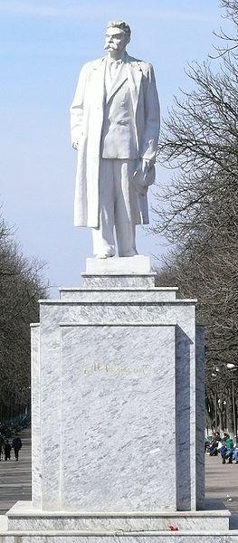 Памятник Горькому в Харькове. Восстановлен в 2006