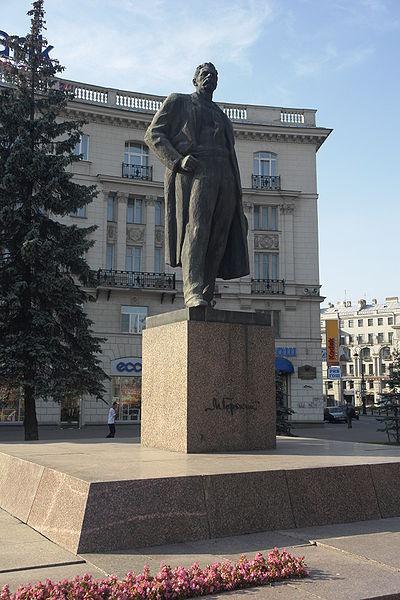 Памятник недалеко от станции метро «Горьковская» в Санкт-Петербурге
