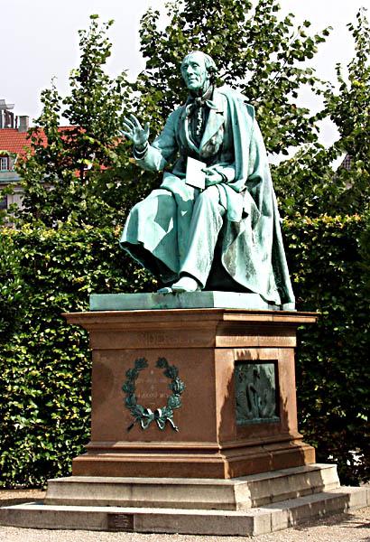 Ганс Христиан Андерсен (дат. Hans Christian Andersen). Памятник в Копенгагене