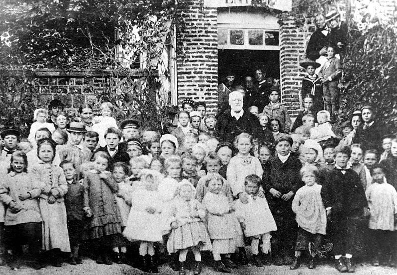 Гюго на детском празднике, устроенном им в 1882