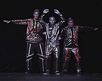 Танец трех роботов